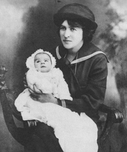Frances with her son Oliver (aged 6 weeks), 1915 (Courtesy of Christopher Wilkinson)